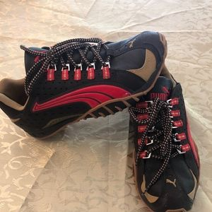 Size 7.5 Puma Sneakers Running shoes red brown tan